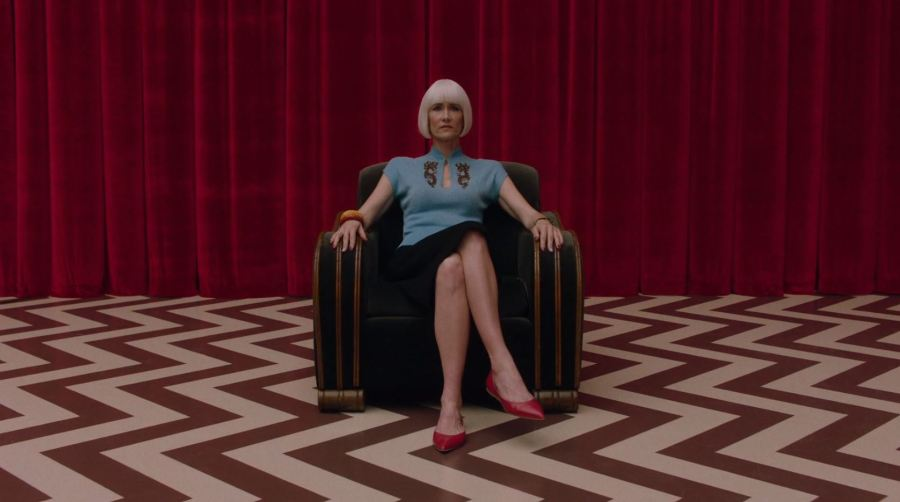 TwinPeaks_Ep16_DianeInTheLodge.jpg